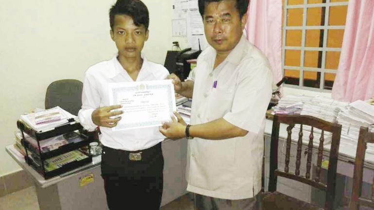 School Outstanding Student – Em Hong Boran