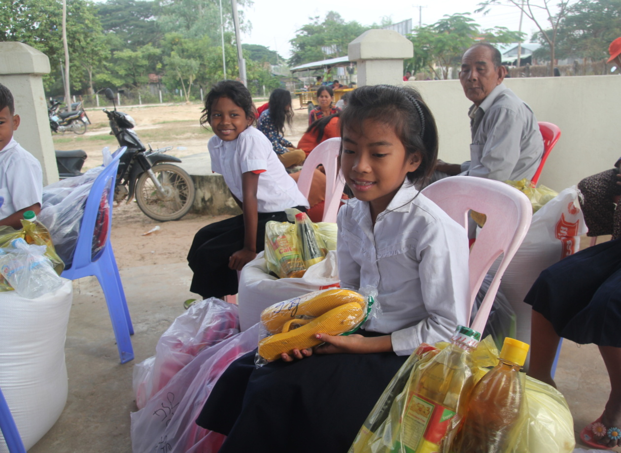 Impossible-dream-child-food-distribution